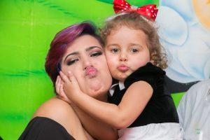 Fotografia família, mãe e filha na festa de criança